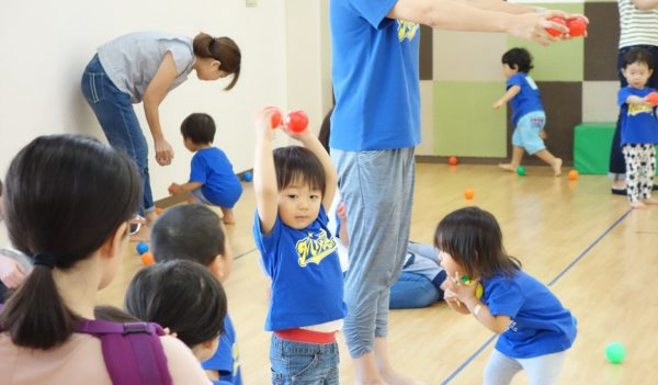 初めての習い事に、親子で運動リトミック