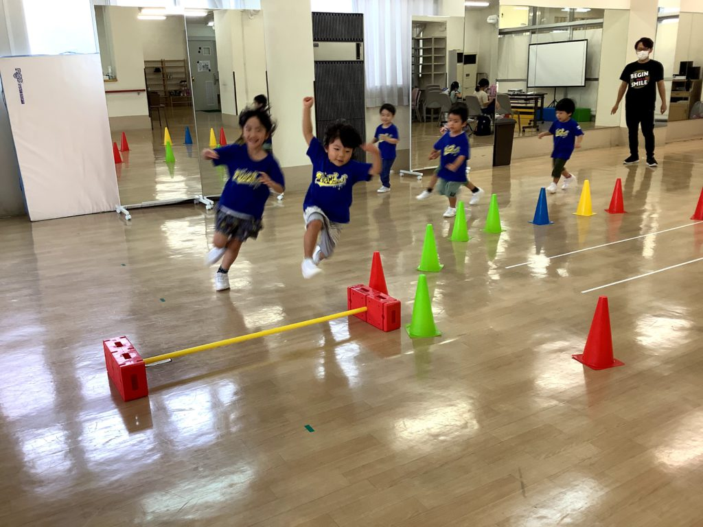 MIKI・ファニット東校に、へとへとの「ヘルメット星人」登場!?体育苦手克服クラス!
